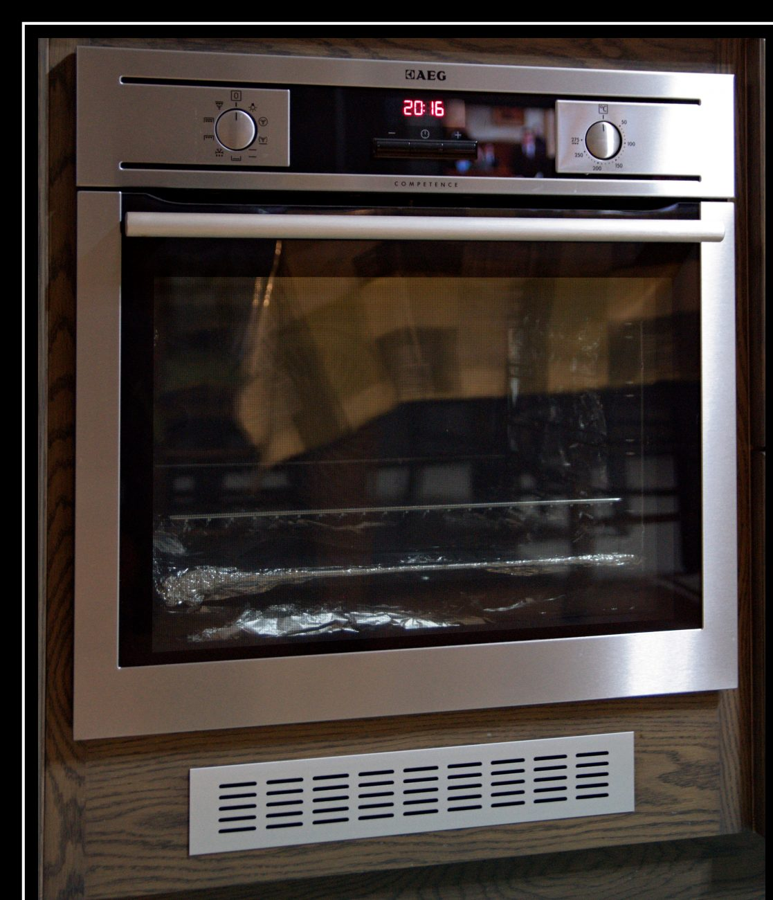 How To Clean An Oven Without Harsh Chemicals Using Baking