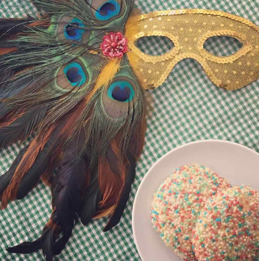 Carnival fun: Vanilla cookies with colourful sprinkles