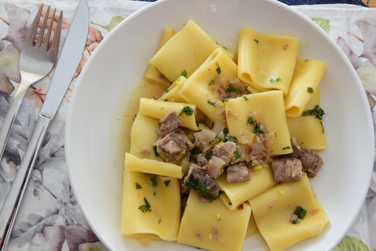 Paccheri with fresh tuna chunks